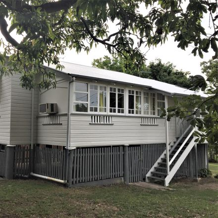 Rent this 3 bed house on 25 Quarry St
