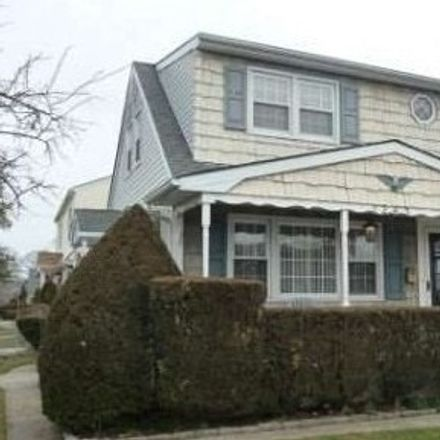 Rent this 3 bed house on Meadow St in East Meadow, NY