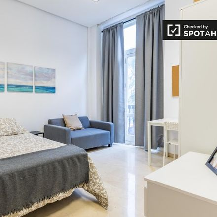 Rent this 7 bed apartment on Plaça de la Reina in 46001 Valencia, Spain