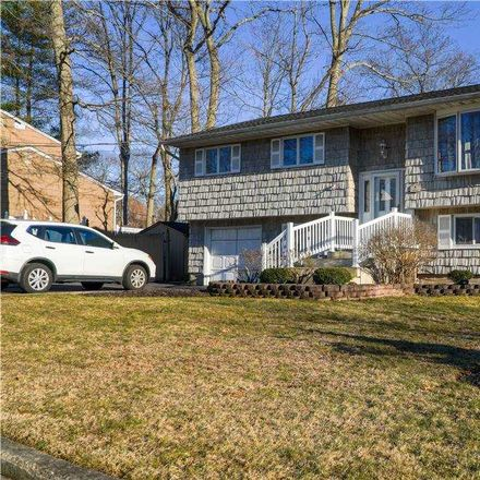 Rent this 4 bed house on 4 Lamb Place in Huntington, NY 11746