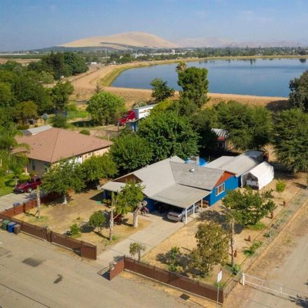 Rent this 4 bed house on Riverside Ave in Woodlake, CA