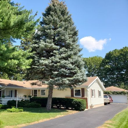 Rent this 3 bed house on 229 Pinecroft Drive in Roselle, IL 60172