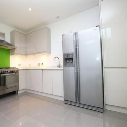 Rent this 3 bed apartment on The Learning Tree Kindergarten in 115 Thorpe Road, Peterborough PE3 6JQ