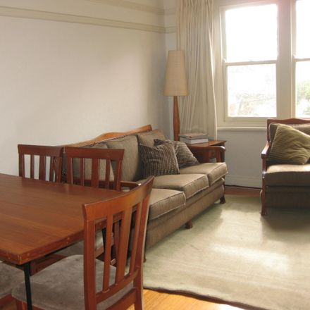 Rent this 3 bed apartment on 7/125-135 Mooltan St