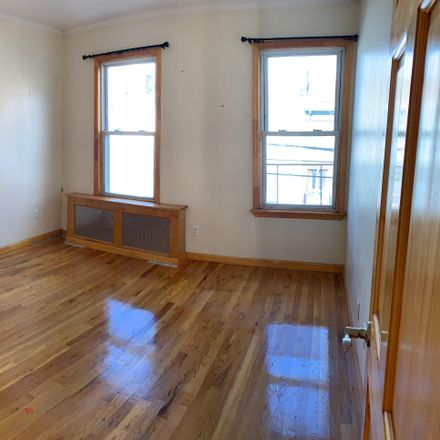 Rent this 3 bed apartment on 302 Ainslie St in Brooklyn, NY 11211