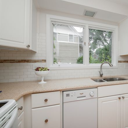 Rent this 3 bed townhouse on 418 West Union Avenue in Wheaton, IL 60187