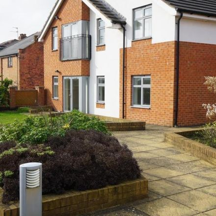Rent this 1 bed apartment on White Cross Vets in Alcester Road South, Brandwood End B14 6EP