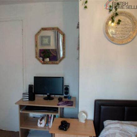 Rent this 3 bed house on Kingsway Shopping Centre in Surrey Road, Chester