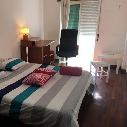 Rent this 3 bed room on Rua Garcia de Resende in 2785-504 São Domingos de Rana, Portugal