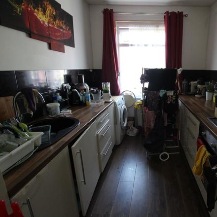 Rent this 1 bed apartment on Park School for Girls in Park Avenue, London IG1 4RS
