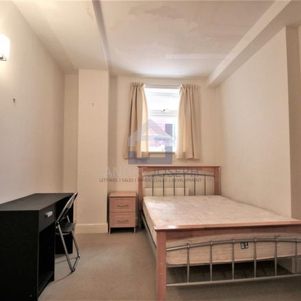 Rent this 3 bed apartment on St Andrew's Catholic Primary School in Polworth Road, London SW16 2ET