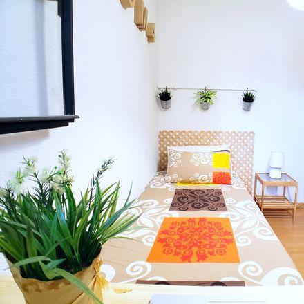 Rent this 4 bed room on Calle de Escalona in 28001 Madrid, Spain