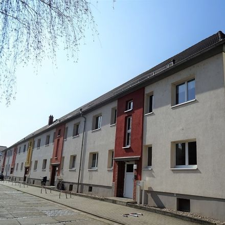 Rent this 3 bed apartment on Markgrafenweg 37 in 06618 Naumburg (Saale), Germany