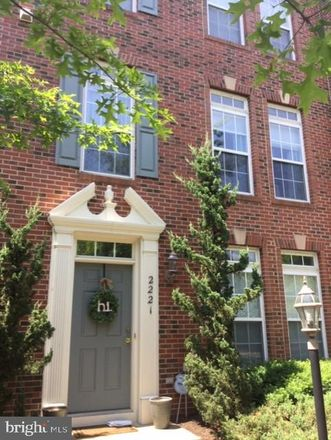 Rent this 3 bed townhouse on Potomac Club Pkwy in Woodbridge, VA