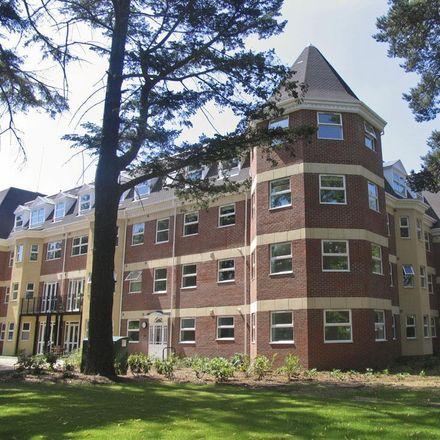 Rent this 2 bed apartment on Elmhurst Court in Park Road, Surrey Heath GU15 2LL