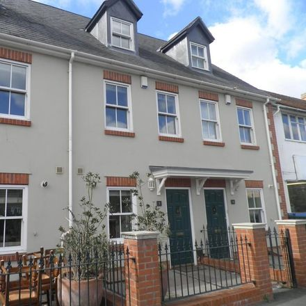 Rent this 3 bed house on Evolution Tattoo Studio in 12 Banbury Road, Cherwell OX5 2BT