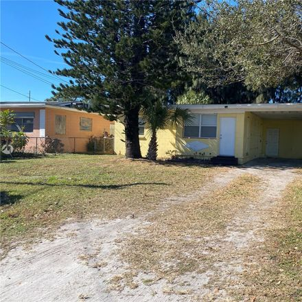 Rent this 2 bed house on 1307 North 20th Street in Fort Pierce, FL 34950