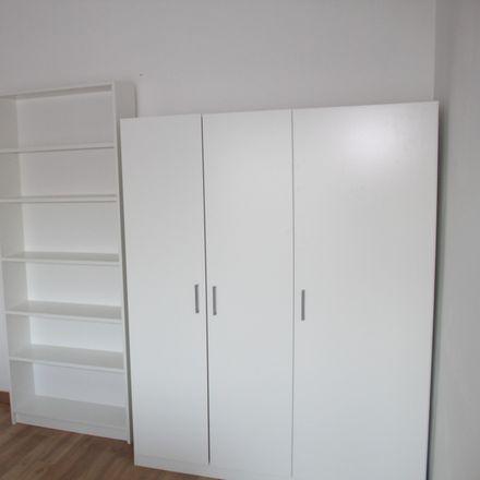 Rent this 3 bed room on R. Cmte. Sacadura Cabral in 2620-091 Póvoa de Santo Adrião, Portugal