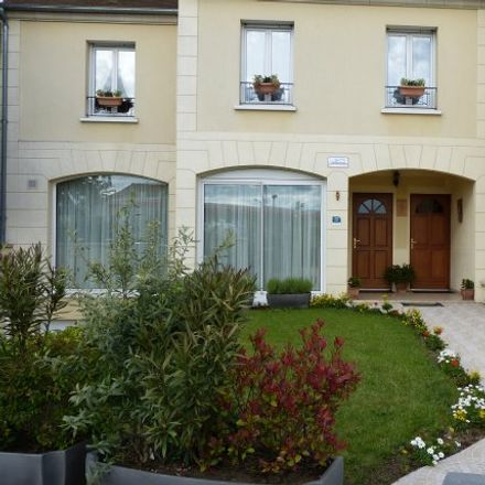Rent this 2 bed apartment on 14 Rue de Locarno in 78800 Houilles, France