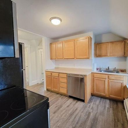 Rent this 4 bed house on 148 Oakside Street in Warwick, RI 02889