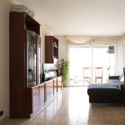 Rent this 4 bed room on Carrer de Maragall in 24, 08930 Sant Adrià de Besòs