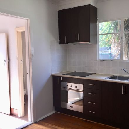 Rent this 3 bed house on 19 Charlesworth Street