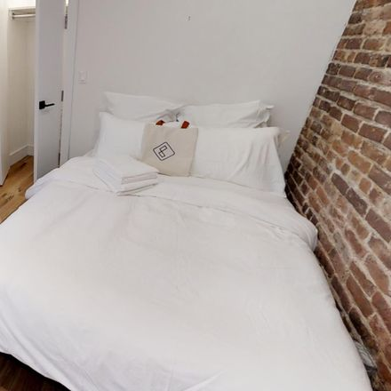 Rent this 3 bed room on Flushing Ave in Ridgewood, NY