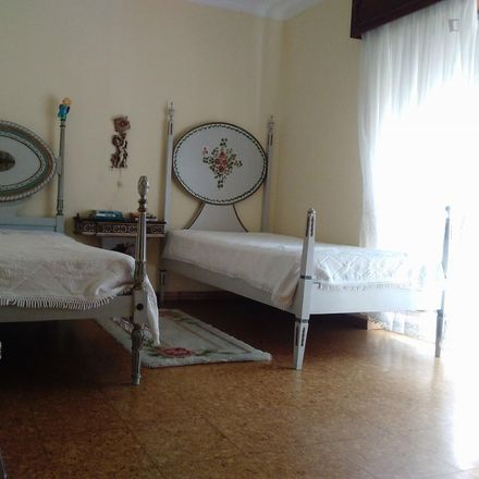 Rent this 2 bed room on Rua de São Miguel in 2020-077 Almada, Portugal