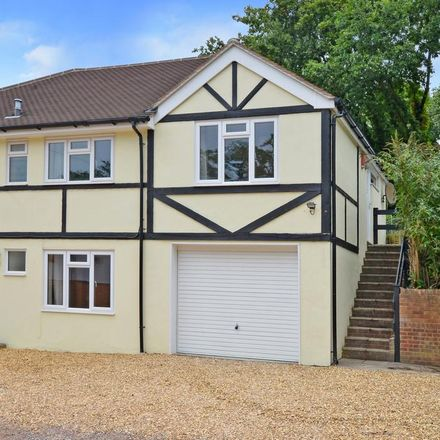 Rent this 2 bed apartment on Sun Ray Estate in Sandhurst GU47 8EQ, United Kingdom