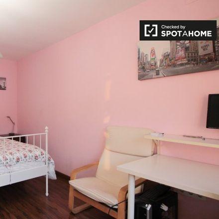 Rent this 4 bed room on Mas Vintdejuny in carrer de la Font, 08198 Sant Cugat del Vallès