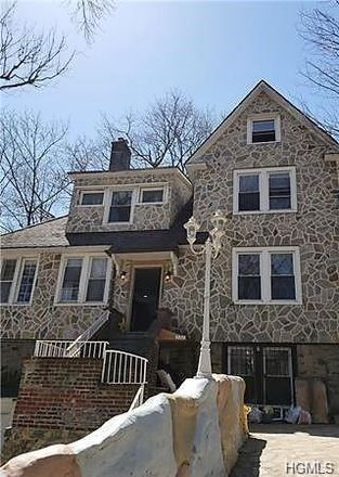 Rent this 6 bed house on 512 West 261st Street in New York, NY 10471