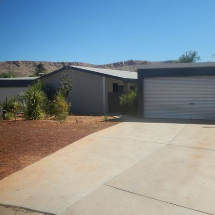 Rent this 3 bed house on 2/7 Plowman Street
