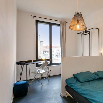 Rent this 15 bed apartment on Rue Traversière - Dwarsstraat 43 in 1210 Saint-Josse-ten-Noode - Sint-Joost-ten-Node, Belgium