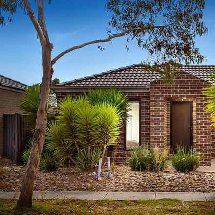 Rent this 3 bed house on 5 Woburn Crescent