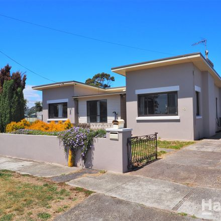 Rent this 4 bed house on 112 Macquarie Street