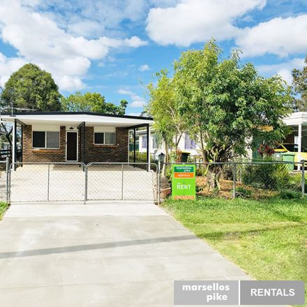 Rent this 3 bed house on 6 John Street