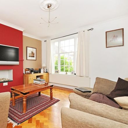 Rent this 3 bed apartment on Stonehills Court in London SE21 7LZ, United Kingdom