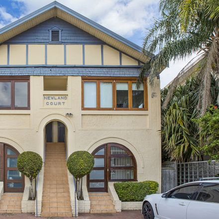 Rent this 3 bed apartment on 2/105 Curlewis Street