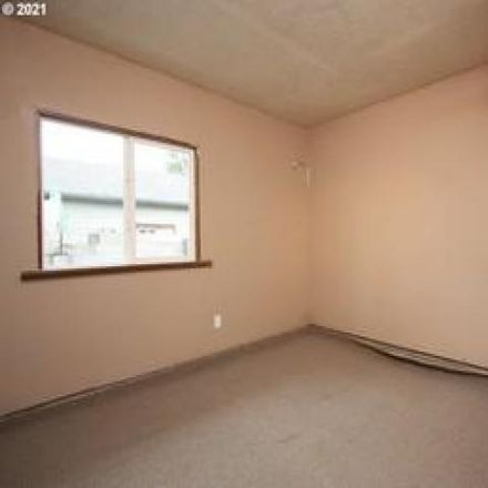 Rent this 3 bed house on 179 West Cleveland Street in Carlton, OR 97148