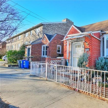 Rent this 3 bed house on E 1st St in Brooklyn, NY