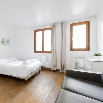 Rent this 1 bed apartment on 75005 Paris