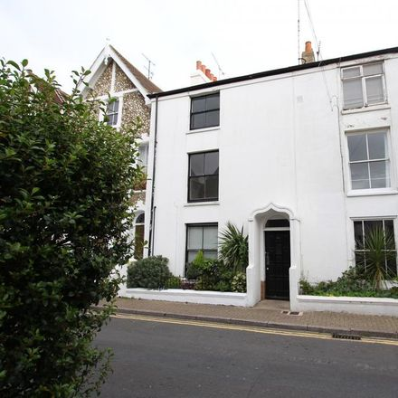 Rent this 2 bed apartment on The Hare and Hounds in Portland Road, Worthing BN11 1QG