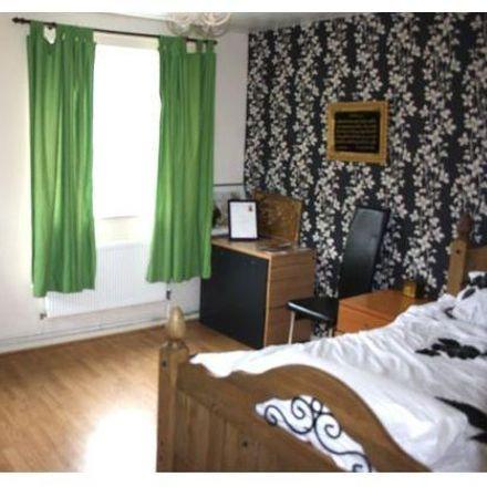 Rent this 3 bed room on Carphone 2K in Victorian Grove, London N16 8EN