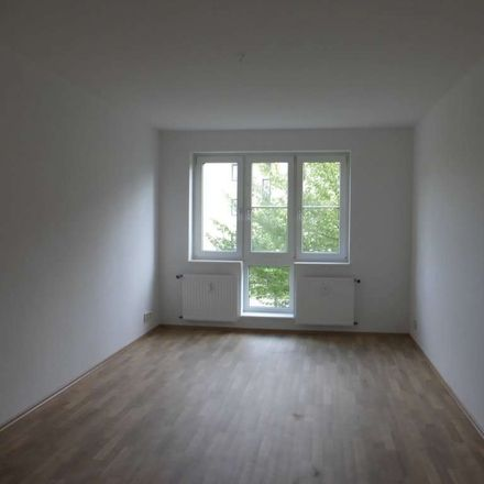 Rent this 4 bed apartment on Niddaer Straße 3 in 06628 Naumburg (Saale), Germany