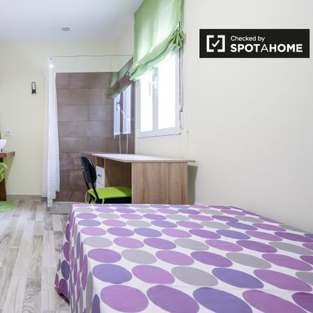 Rent this 3 bed apartment on Carrer del Vall de Laguar in 12, 46009 Valencia
