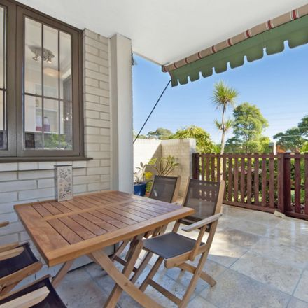 Rent this 3 bed apartment on 2/1 Hume Street