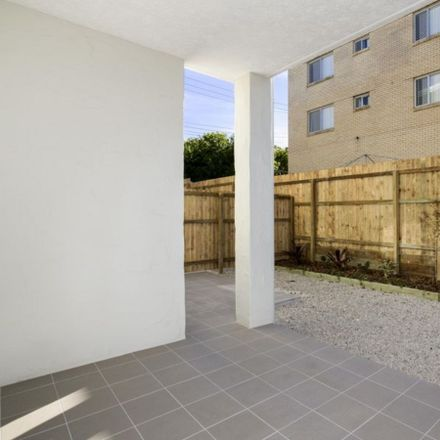 Rent this 2 bed apartment on 2/11 Lyons Terrace