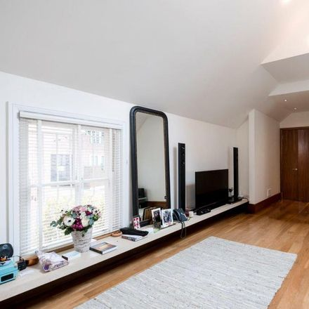 Rent this 3 bed house on Jade in 22 Hampstead High Street, London NW3 1ND