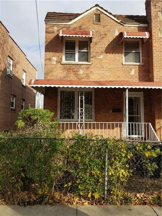 Rent this 3 bed townhouse on 3238 Corsa Avenue in New York, NY 10469