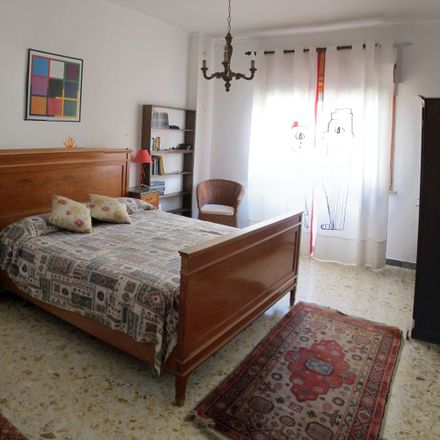 Rent this 2 bed room on Farmacia Garrone in Via Gabriele Jannelli, 8131 Naples NA